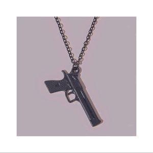 ┊⋆ ˚🔫✩. gun necklace┊⋆ ˚🔫✩.